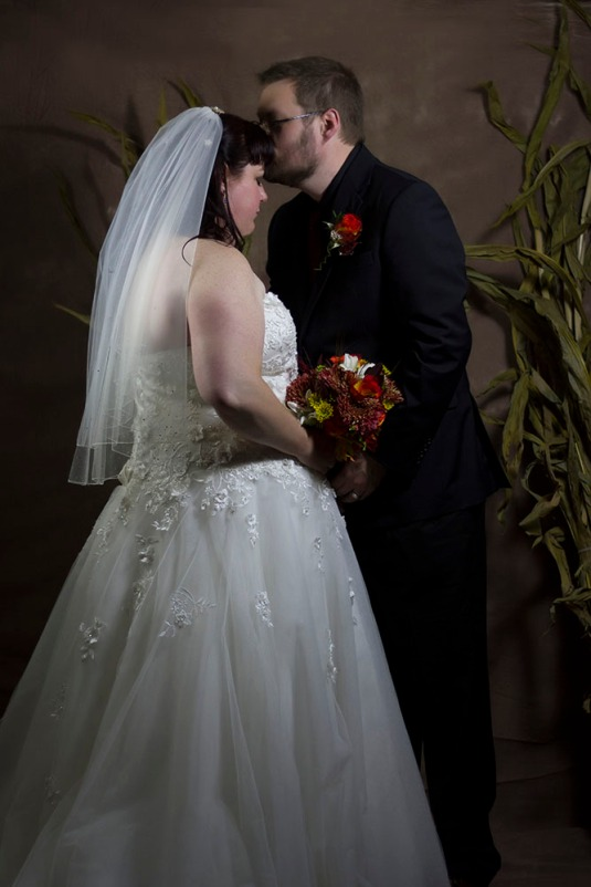 Bride and Groom Forehead Kiss 1000p